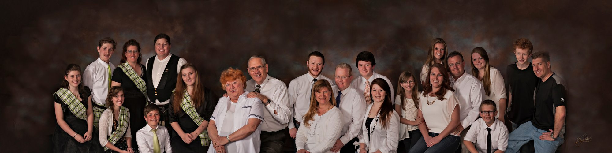 big_family_photo_salt_lake